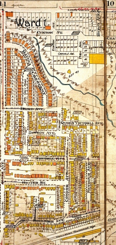 This map from the 1924 Goad's Atlas shows the pocket as solidly built up. The brick houses (red rectangles) of Eastmount Park with their uniform set back from the street contrast with their neighours further south. Here there are many wooden houses (yellow rectangles). Ravina Creek is still above ground in the deep brick pit.