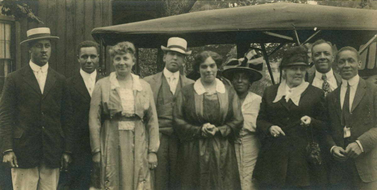 Abbott family group ca 1900 Anderson Ruffin Abbott fonds, Toronto Public Library. From left two right: two unknown men, Mrs. Grace Hubbard, Mr. Hubbard, Mrs. John Montgomery, Mrs. Rebecca Hollingsworth Galway, Mrs. Anderson Ruffin Abbott, Mr. John Montgomery, unidentified man.