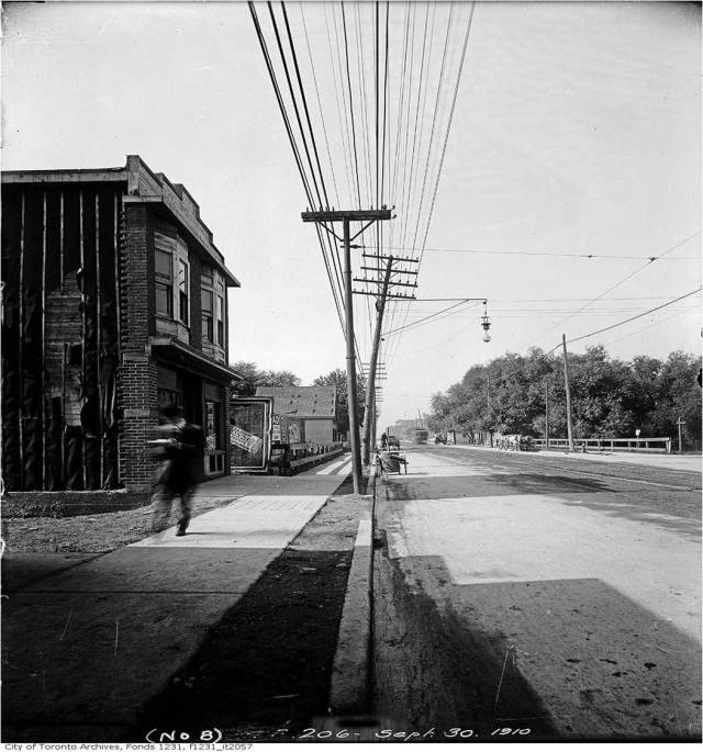 Looking east along Queen from Hastings 1910