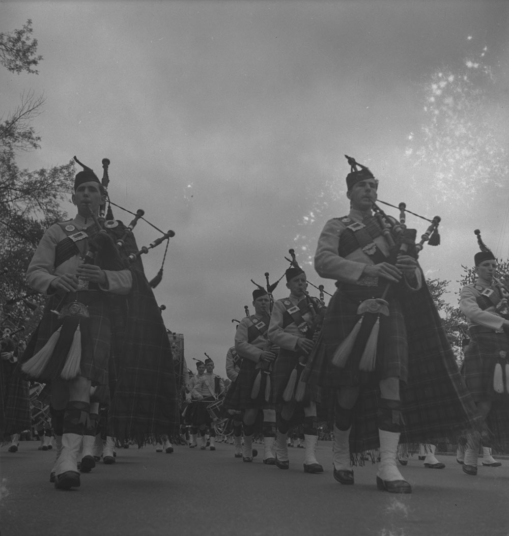 48th-highlanders-group-of-service-men-marching-1939-1951-narch