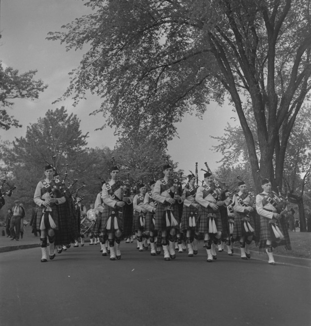 48th-highlanders-group-of-unidentified-bag-pipers-1939-1951-narch