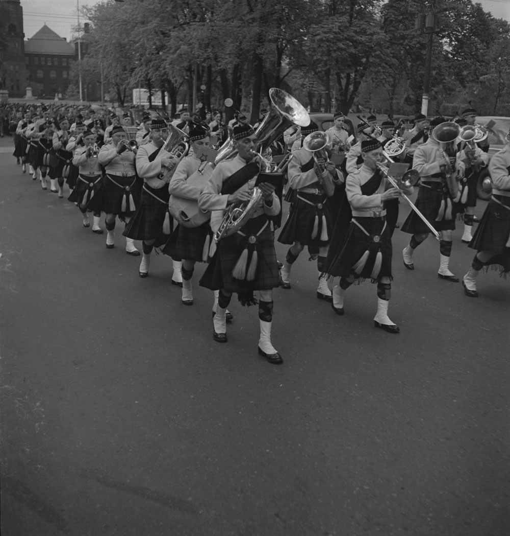 48th-highlanders-pipe-band-queens-park-1939-1951-narch