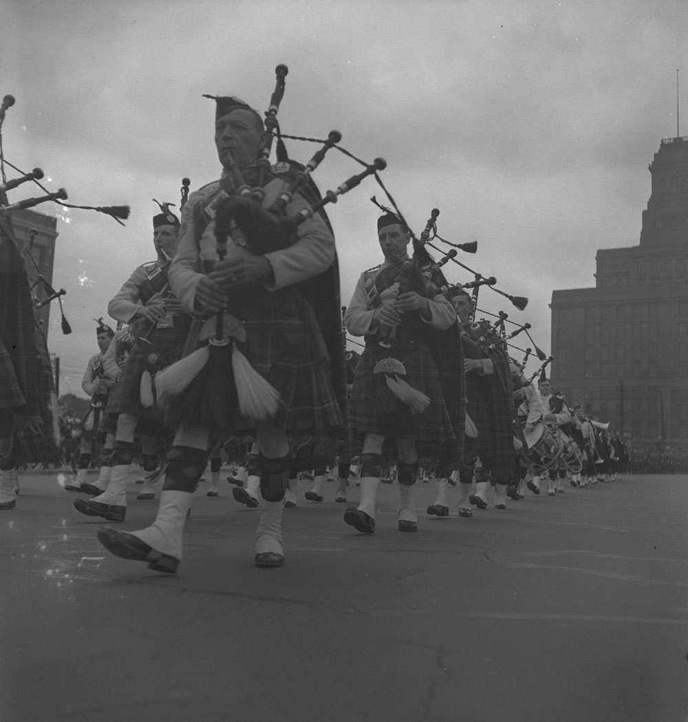48th-highlanders-pipers-toronto-1939-1951-narch