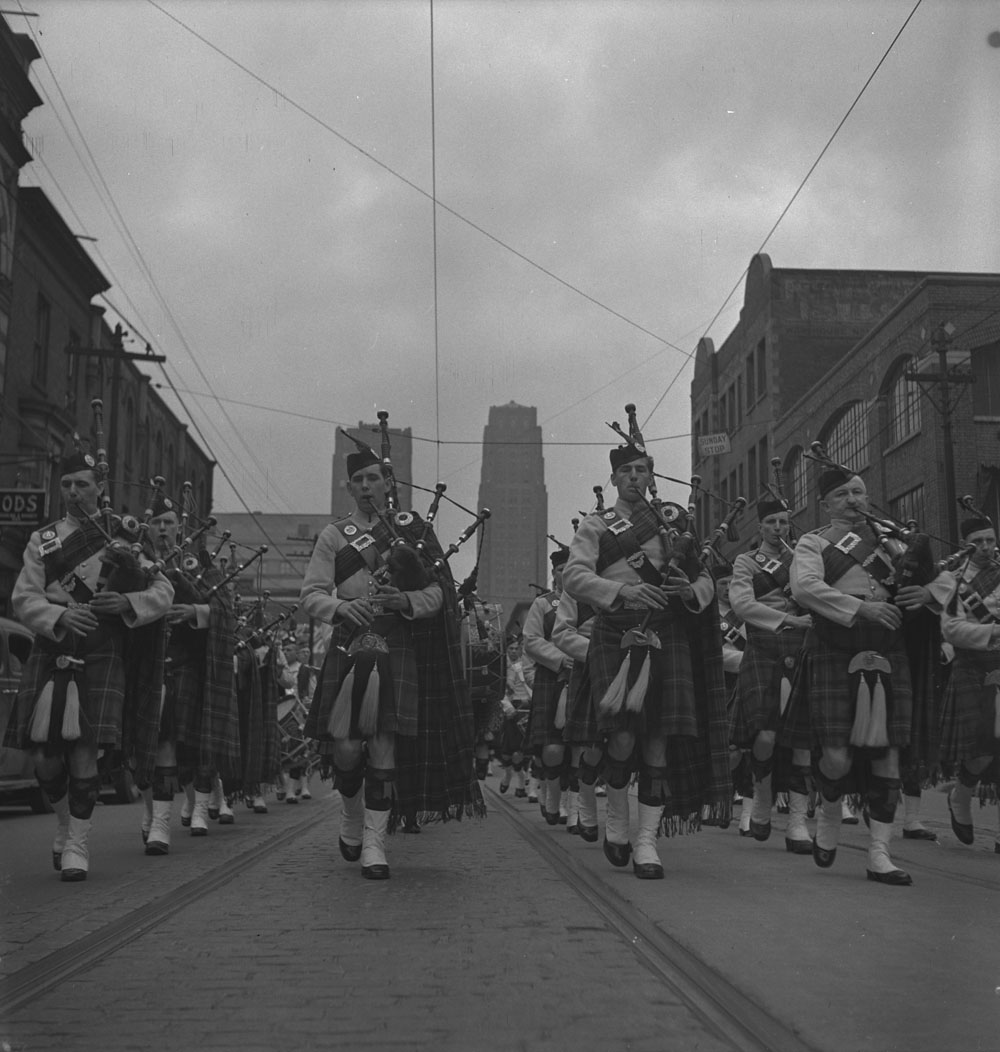 48th-highlanders-pipers-toronto2-1939-1951-narch