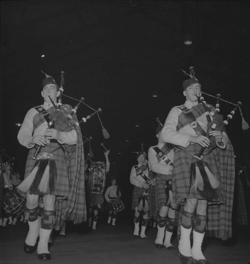 48th-highlanders-unidentified-bagpipers-1939-1951-narch