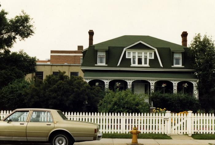 ashbridge-house-1444-queen-st-e-july-1986-tpl