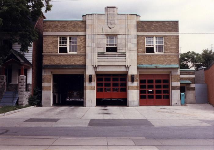 firehall-gerrard-carlaw-1986-toronto-public-library