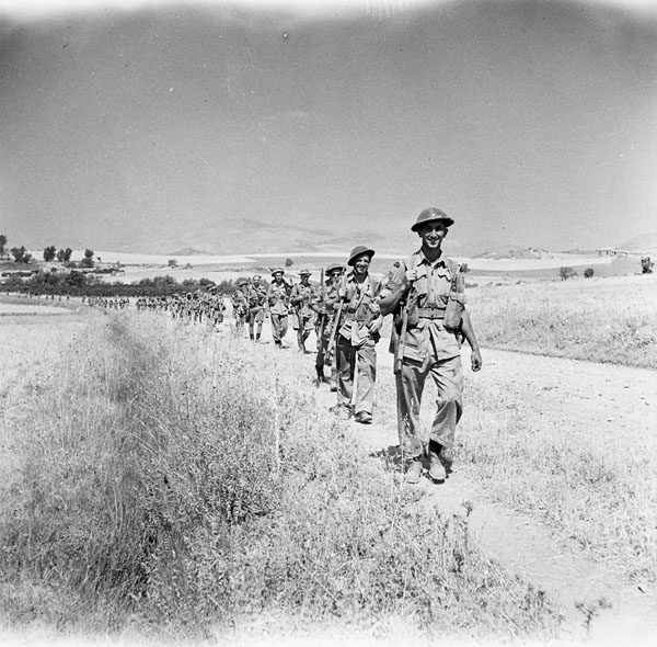 infantrymen-of-the-48th-highlanders-of-canada-advancing-towards-adrano-italy-18-august-1943-narch