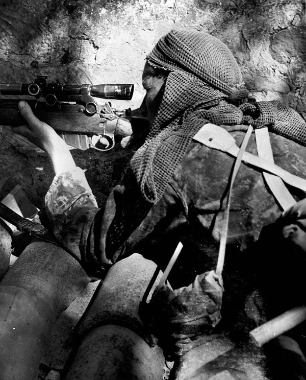 private-l-v-hughes-48th-highlanders-of-canada-sniping-german-position-near-foglio-river-italy-1944-narch