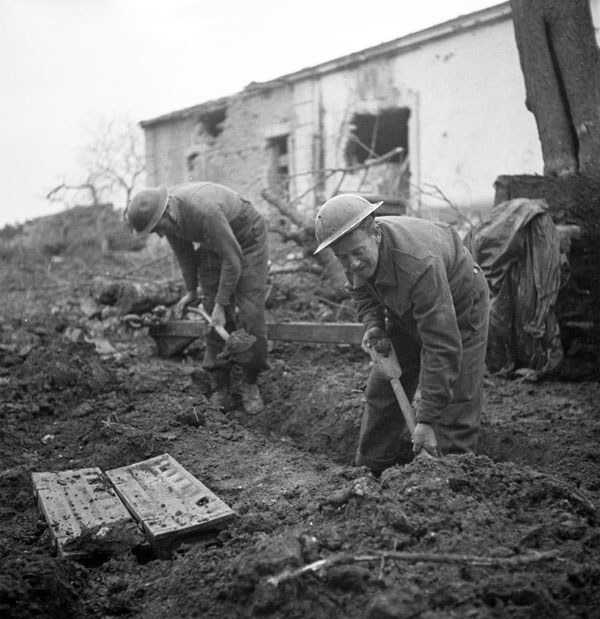 privates-j-miller-and-w-h-hall-digging-a-slit-trench-san-leonardo-di-ortona-italy-dec-10-1943-library-and-archives-canada