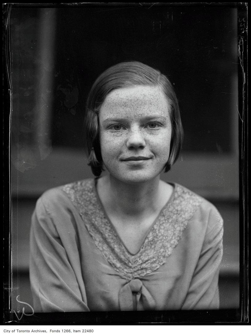 Riverdale Collegiate [commencement portraits], Helen Davidson, 171 Munro Street.