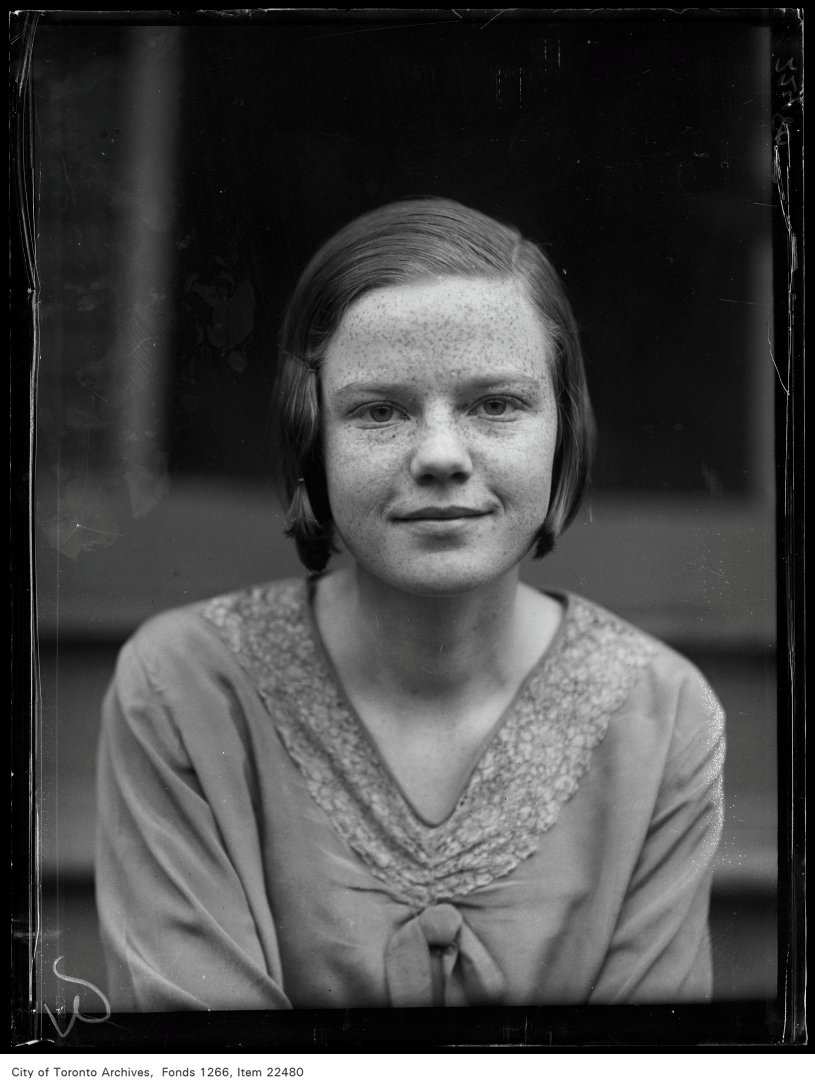 Riverdale Collegiate [commencement portraits], Helen Davidson, 171 Munro Street.