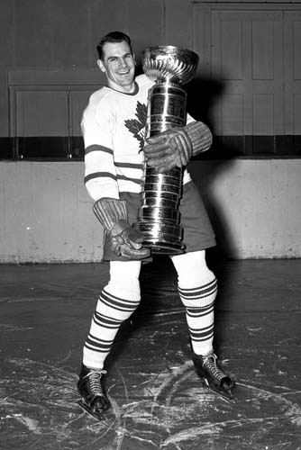 syl-apps-with-stanley-cup-1947
