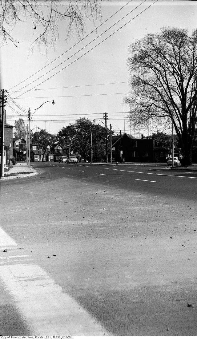 19571029 TARCH Dundas Street east at Edgewood Road - October 29, 1957