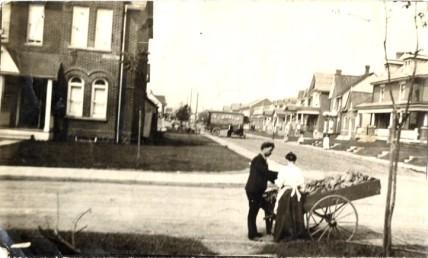 1910 Mrs. Nottingham buying bananas, Toronto Public Library