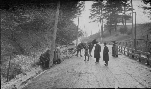 19180407 NARCH Wagons collided on hill on Kingston Road, Toronto, Ontario. April 7, 1918. Library and Archives Canada